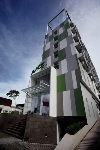. Whiz Hotel Pemuda Semarang