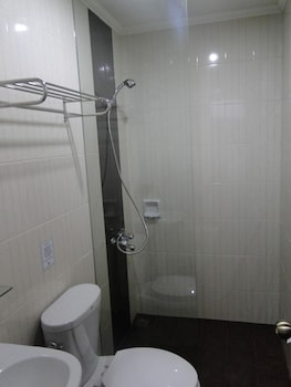 Susan's Place Palawan Bathroom