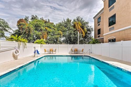 Holiday Inn Express & Suites Lantana, Palm Beach