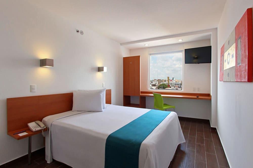 One La Paz Hotel