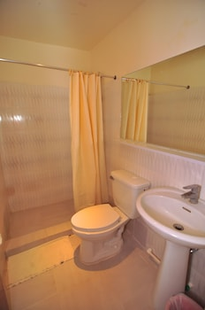 Dynasty Tourist Inn Cebu Bathroom