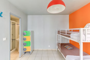 Bed in a Mixed Dormitory with 6 Beds, Private Bathroom