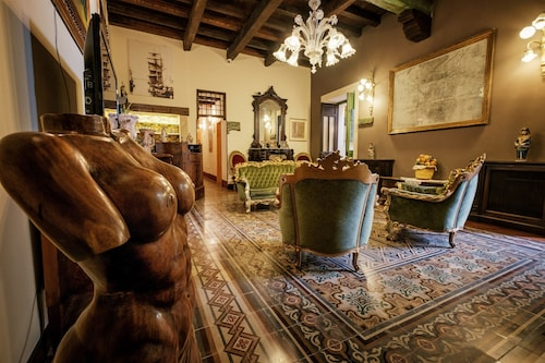 . Charme Hotel Henry's House