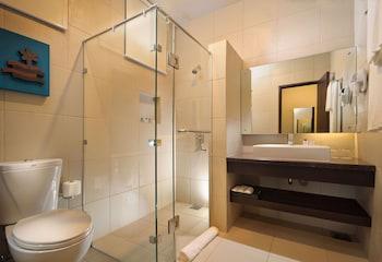 South Palms Resort Panglao Bathroom