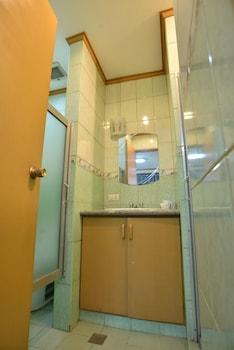 AMAX Inn Makati - Bathroom  - #0