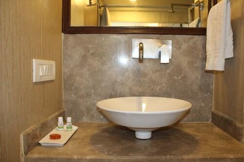 Hotel Atulyaa Taj, Agra