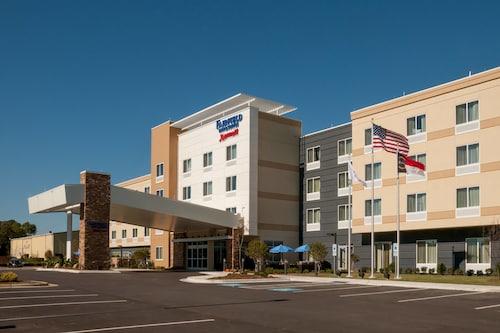 . Fairfield Inn & Suites by Marriott Fayetteville North