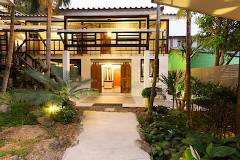 Family House, 2 Bedrooms, Kitchen, Courtyard Area