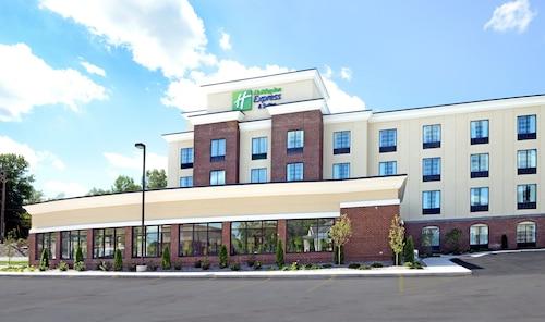 . Holiday Inn Express & Suites Geneva Finger Lakes