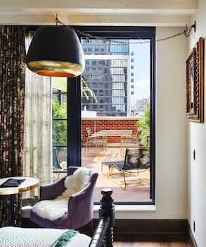 Studio, 1 Queen Bed, Terrace