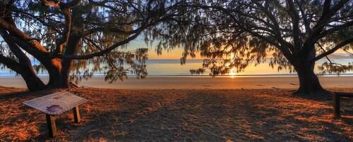Queens Beach Tourist Village, Bowen