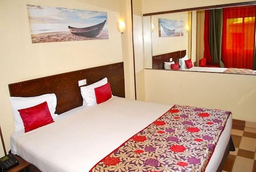 YaahoT Hotel, Mfoundi