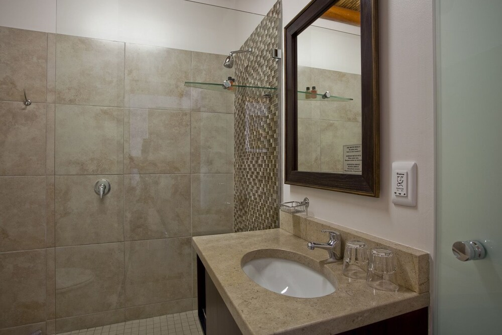 오크허스트 호텔(Oakhurst Hotel) Hotel Image 25 - Bathroom