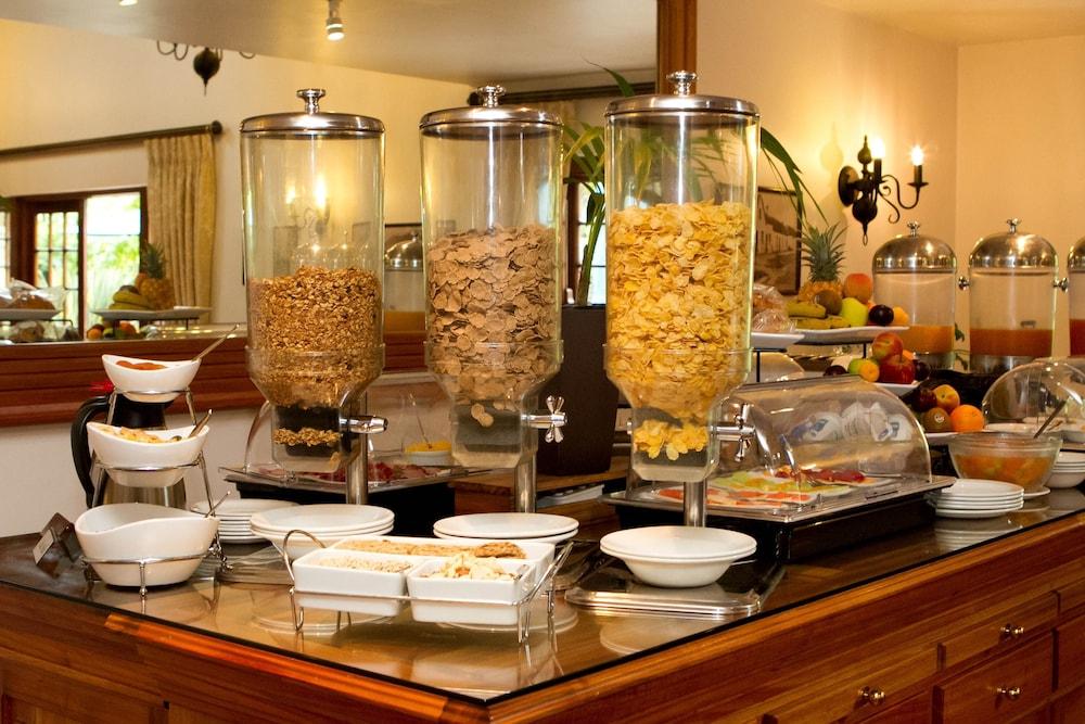 오크허스트 호텔(Oakhurst Hotel) Hotel Image 32 - Breakfast Area