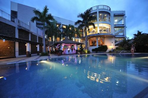 . The Avenue Plaza Hotel