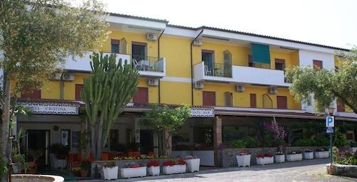 __{offers.Best_flights}__ Hotel Cristina