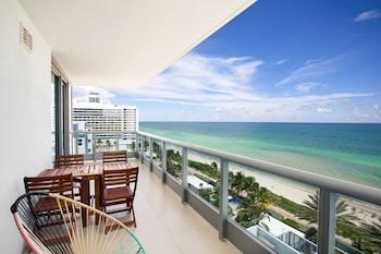 Luxury Beachfront Apartment with Balcony