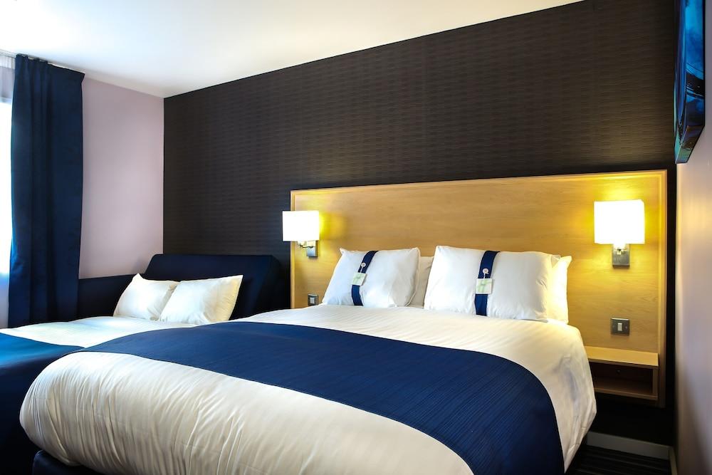 Holiday Inn Express Manchester Airport Qantas Hotels Australia