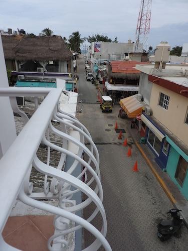 Marcianito, Isla Mujeres