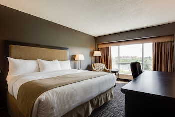 Executive Room, 1 King Bed, River View