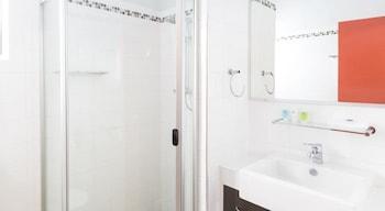 Toowong Inn & Suites - Bathroom  - #0