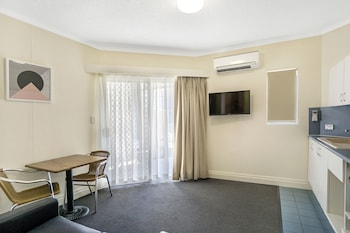 Guestroom at Toowong Inn & Suites in Toowong
