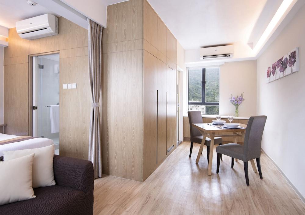 https://i.travelapi.com/hotels/8000000/8000000/7995500/7995438/12a98faf_z.jpg