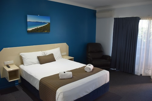 . Bluewater Harbour Motel