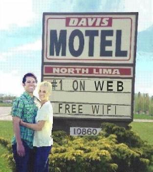 Hotel - Davis Motel