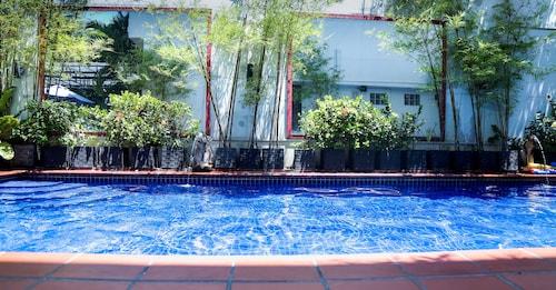 Manor House, Phnom Penh