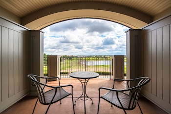 Luxury Suite, 1 King Bed, Balcony, Golf View