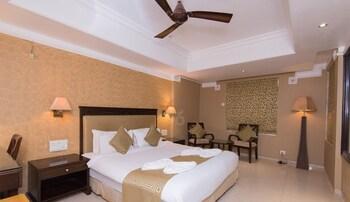 Deluxe Double Room, Bathtub