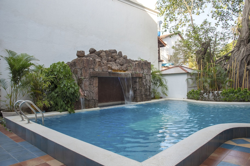 Hotel with Pool