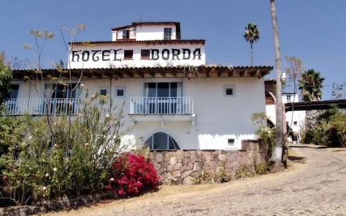 __{offers.Best_flights}__ Hotel de la Borda