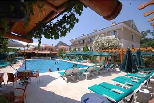 . Perdikia Beach Hotel