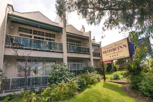 . Victoria House Motor Inn