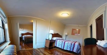 Double Room with 2 Queen Beds Smoking