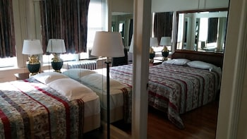 Double Room with 2 Queen Beds Non-Smoking
