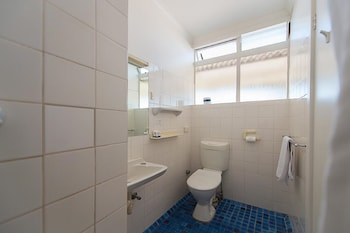 Blue Hills Motel - Bathroom  - #0