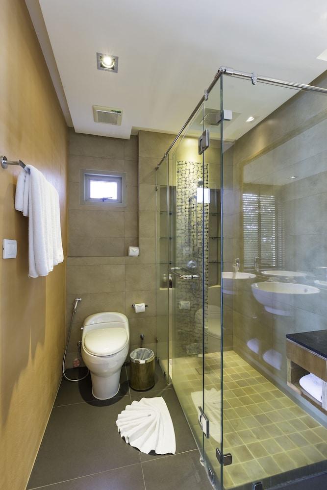 https://i.travelapi.com/hotels/9000000/8100000/8097000/8096989/53adf6d5_z.jpg