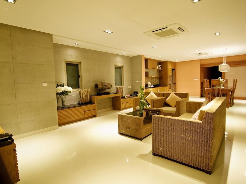 https://i.travelapi.com/hotels/9000000/8100000/8097000/8096989/67edf86b_z.jpg