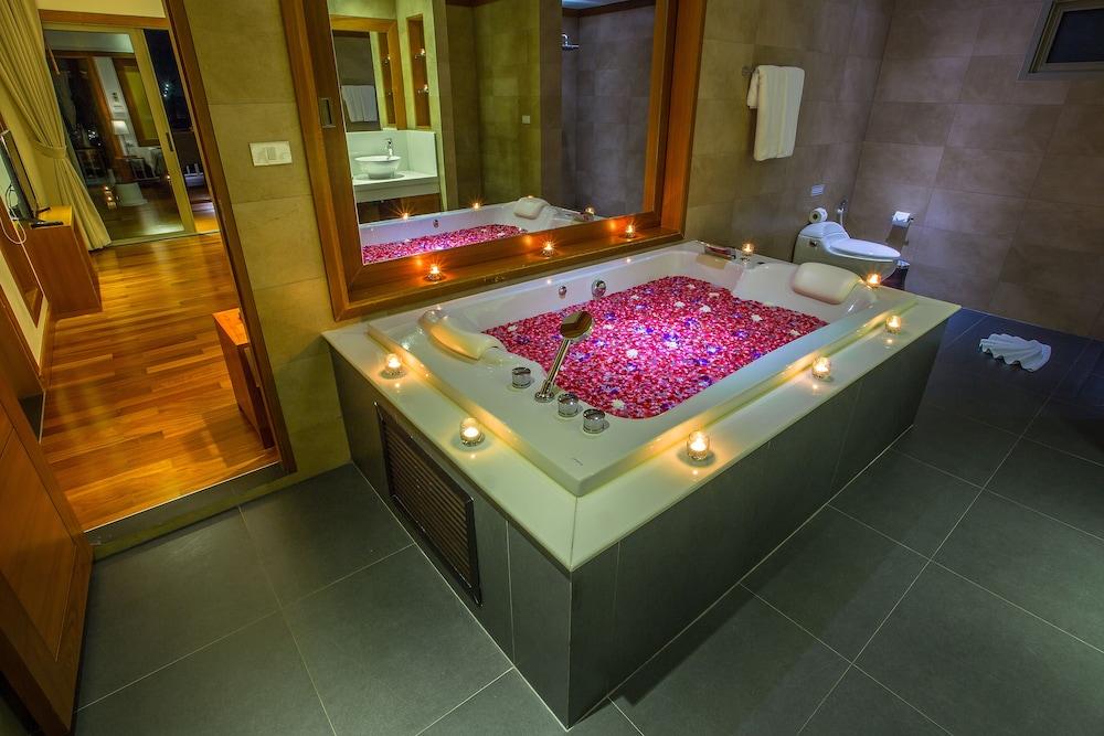 https://i.travelapi.com/hotels/9000000/8100000/8097000/8096989/b8a42a3d_z.jpg