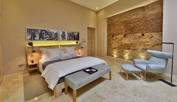 Suite, 1 King Bed (Heritage)