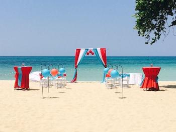 Hotel - Coral Seas Beach Resort
