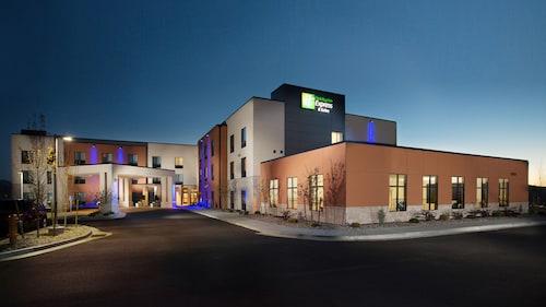 . Holiday Inn Express & Suites Pocatello