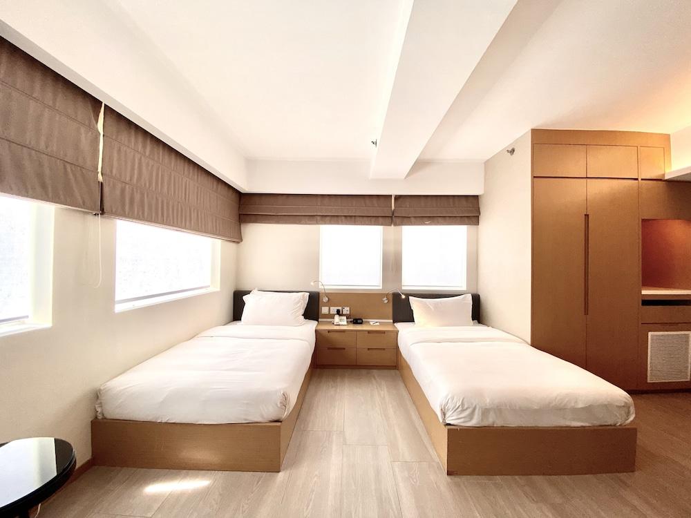 https://i.travelapi.com/hotels/9000000/8120000/8115400/8115344/02f753e1_z.jpg