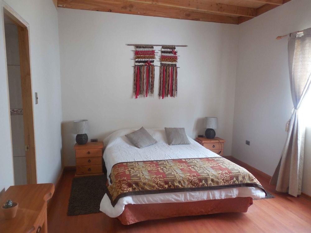 https://i.travelapi.com/hotels/9000000/8120000/8116200/8116108/271dad8f_z.jpg