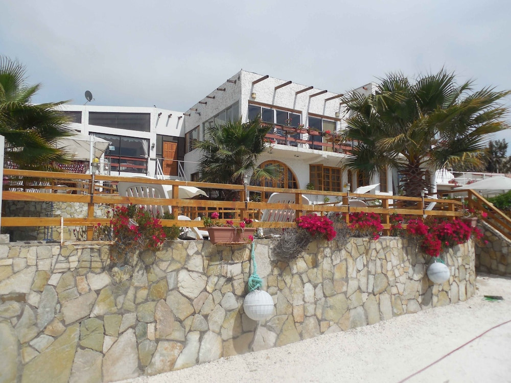 https://i.travelapi.com/hotels/9000000/8120000/8116200/8116108/d57127a7_z.jpg