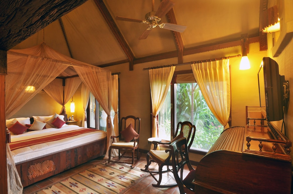 Presidential Suite, 1 King Bed, Patio, Lake View