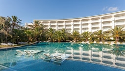 "TUI Blue Oceana Suites "" Focused Adults"""